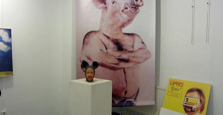 Vista da exposición o Porco é un Icono.