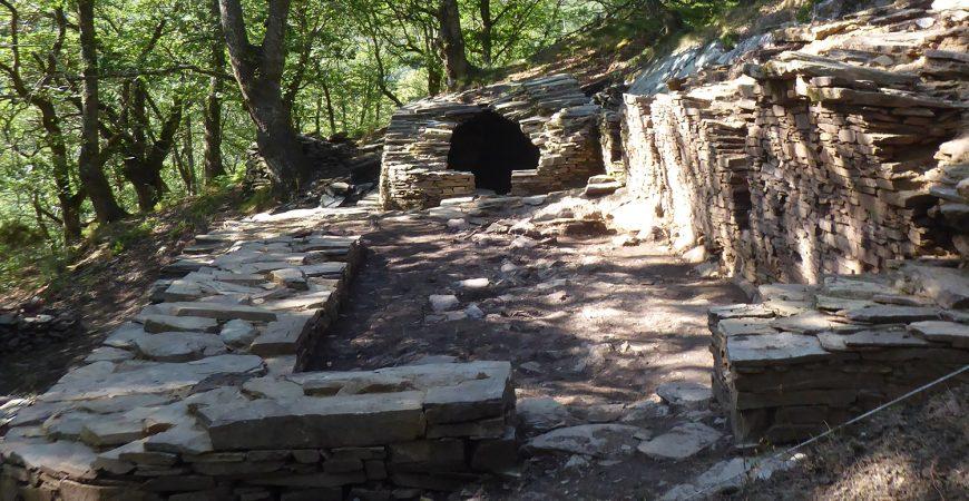 Conxunto da sauna de Castañoso desde a estancia fría